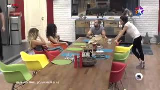 Big brother Türkiye, Arsel idile dayıyor.
