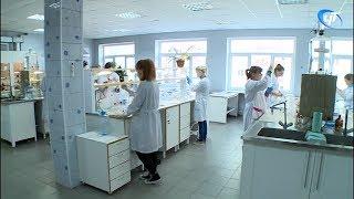 Химкомбинат «Акрон» продолжает программу по поддержке образовательных учреждений Великого Новгорода