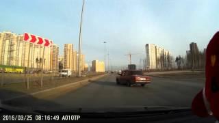 Смотреть онлайн ДТП двух нерадивых водителетей