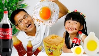 GUMMY BÍ MẬT – BÉ BÚN ĂN BÁNH VÀ ĂN TRỨNG SIÊU HÀI   gummy food vs real food   CreativeKids