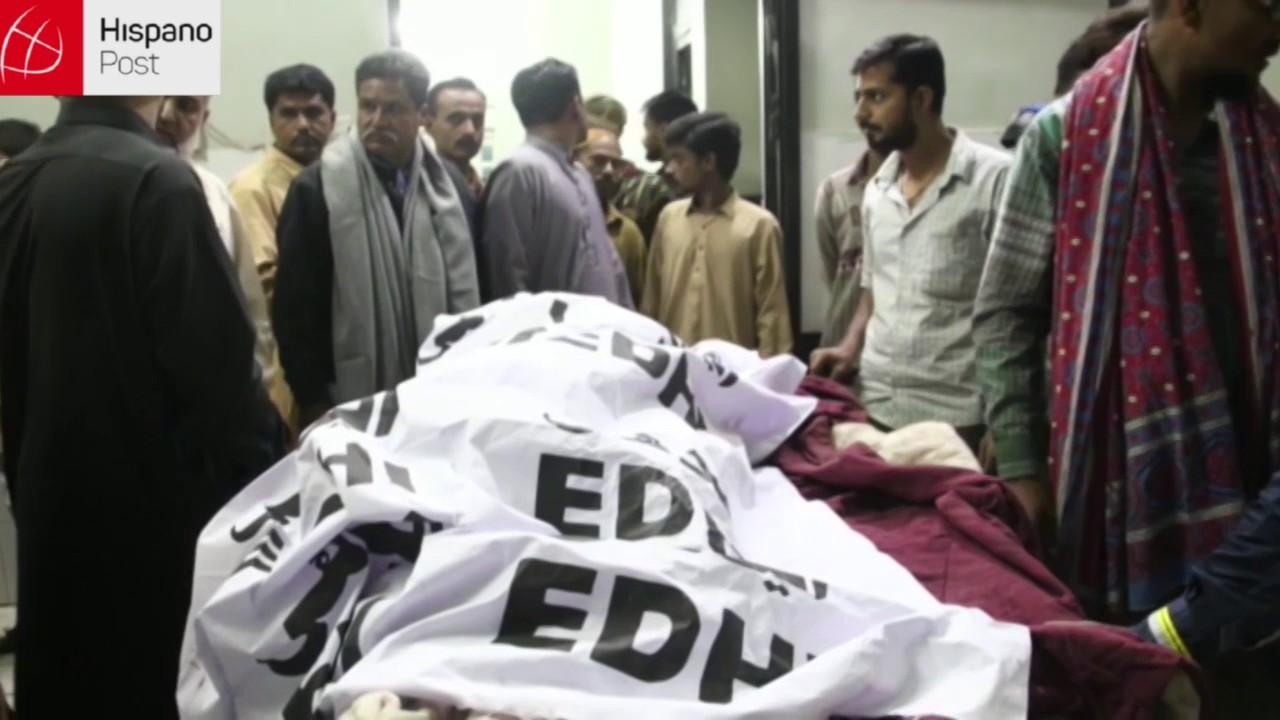52 muertos en ataque suicida en un templo de Pakistán