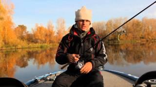 Ловля хищника на средней реке на джиг
