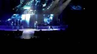 "Alicia Keys ""Feeling Me, Feeling U (interlude)"" in concert"