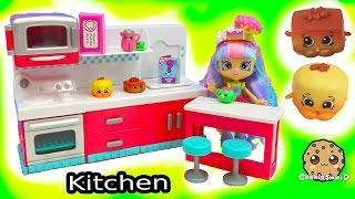 Shopkins Season 6 Hot Spot Kitchen Chef Club Playset + Surprise Candy Jar Blind Bags