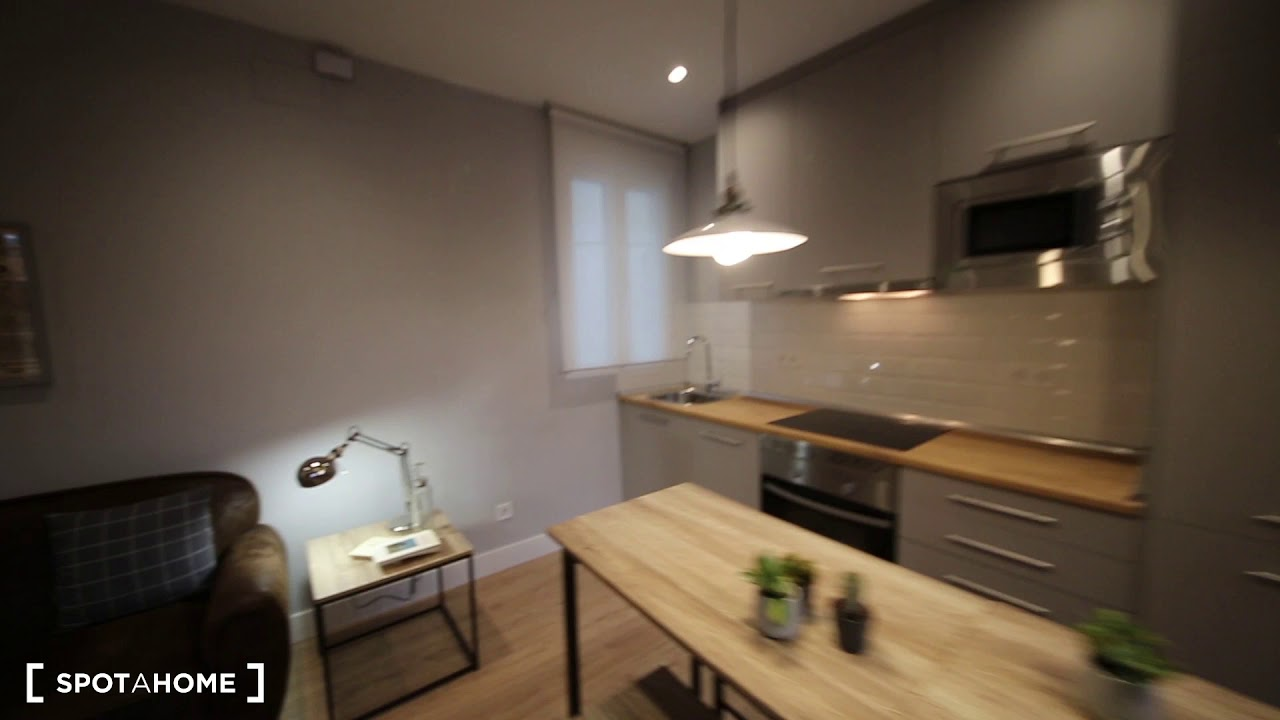 Charming  Bedroom Apartment For Rent In Centro