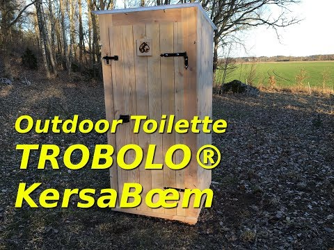 A 'handcrafted outdoor toilet for the log cabin' of the Selbstversorger Familie