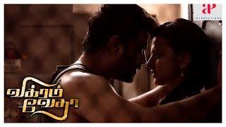 Madhavan Shraddha Love Scene | Vikram Vedha Movie | Madhavan decides to check on a gangster Vedha