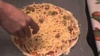Пицца, Пицца с сыром и сосисками.