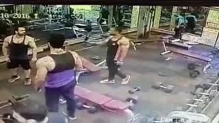 Spor Salonunda ağırlık yüzünden kavga!  Fight İn GYM!