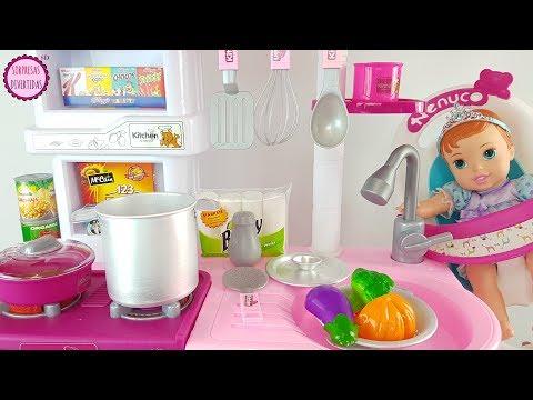 Bebé Ariel come puré de mi cocina de juguete - Juegos de cocinar para niños