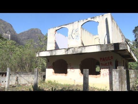Casas interditadas desde 2011 são ocupadas em Córrego Dantas