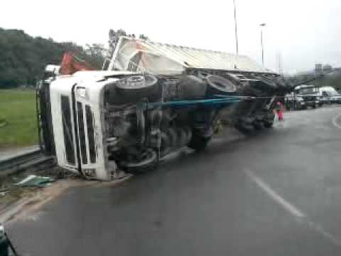 accident de camion a16 admr depannage. Black Bedroom Furniture Sets. Home Design Ideas