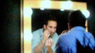 LOST Panel Comic-Con 2009: Nestor applying eyeliner