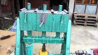 Машина за брикете   mајстор Зока - Masina za brikete majstor Zoka - Briquette machine artisan Zoka