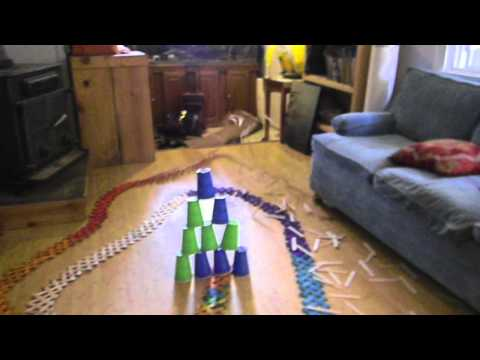 1,000 popsicle sticks explode in a domino effect (VID)
