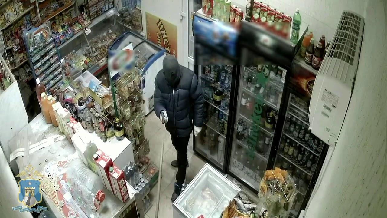 Воинственная продавщица со шваброй прогнала грабителя