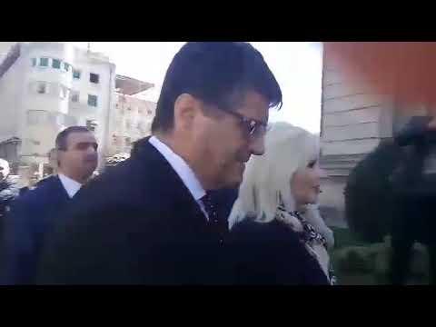 Ministarka Mihajlović izviždana ispred Gradske kuće u Nišu [video]