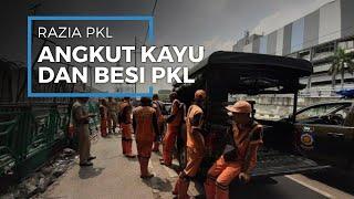 Pasukan Gabungan Angkut dan Amankan Bambu dan Besi PKL di Kawasan Senen