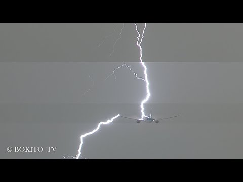 'Lightning Strike' B777-300 on departure @ KL743 // PH-BVS