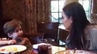 Gambar cover Kim Kardashian Gives PRICELESS Response To Toddler Who Asks Her Why She's Famous