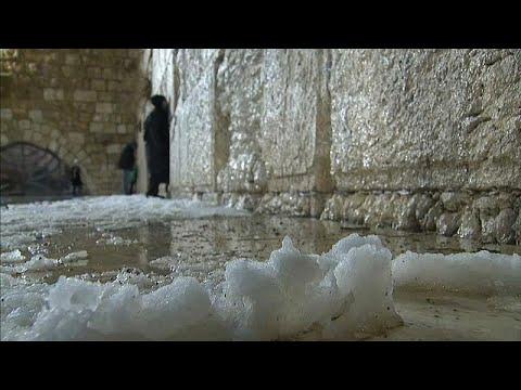 Στα λευκά ντύθηκε η Παλιά Πόλη της Ιερουσαλήμ