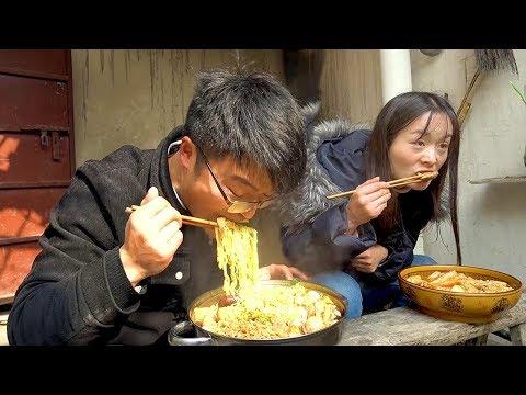 大sao自制麻辣烫,80元食材8个泡面,比火锅过瘾,媳妇饭量变大了【徐大sao】