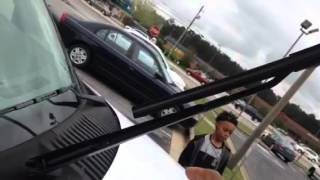 How To Replace Windshield Wiper on 2004 Ford Expedition