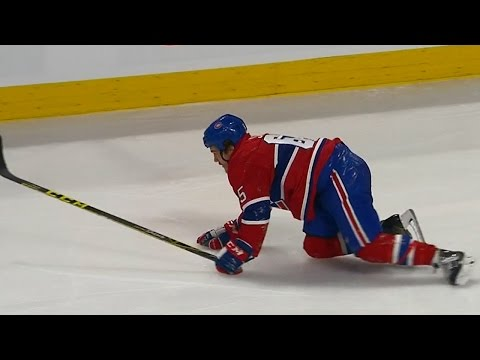 Gotta See It: Shaw furiously crawls to bench after losing skate blade