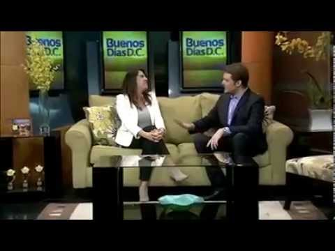 TV show host talking about my work in spanish speaking show.