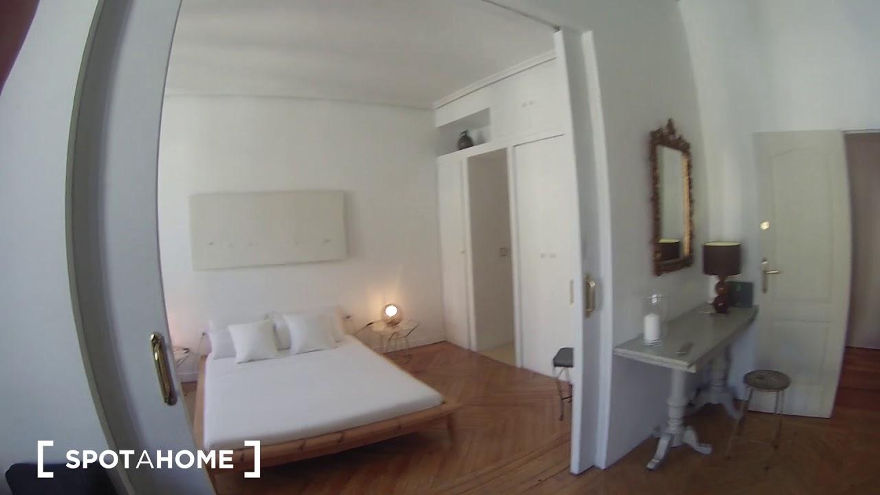 Modern studio apartment for rent in trendy Malasaña, near Gran Via metro