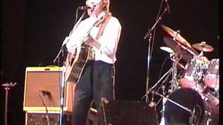"Rik Emmett, 2001, Toronto, playing Triumph's ""Hold On"". Great Version!"
