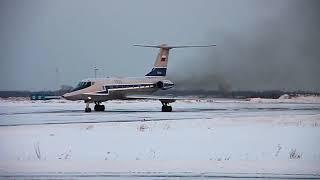 Ту-134УБ-Л прогревает двигатели