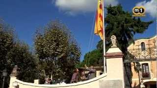 preview picture of video 'Alella hissa l'estelada després de proclamar-se territori català lliure'