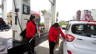 preview picture of video 'Girls as petrol pump attendant in Dehradun'