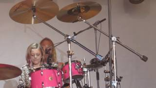 Harper Grohl drumming for her dad