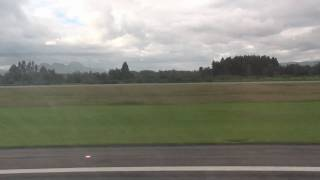 preview picture of video 'Despegue Airbus A320 Pista 13R Aeropuerto El Dorado Bogota'