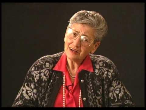 רות אליעז מתארת את צריבת המספר בזרועה, באושוויץ