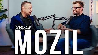 Czesław Mozil szczerze mówi dlaczego ma wywalone na media, o nowej płycie i imprezowej przeszłości.