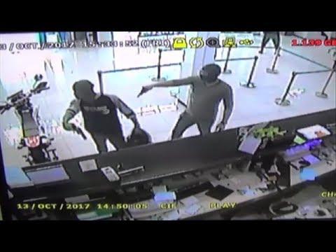 DETIK-DETIK PER4MPOKAN BRI TRENGGALEK TEREKAM CCTV  DAN PENYERGAPAN (simulasi)