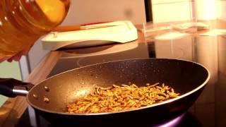 INSEKTEN ESSEN - SnackInsects - Zubereitung, Essen, Fazit [FullHD] [GERMAN]