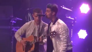 Братья Джонас, Feliz Navidad - Nick and Joe Jonas | Jingle Ball 2015 - Tampa, FL #FLZJingleBall