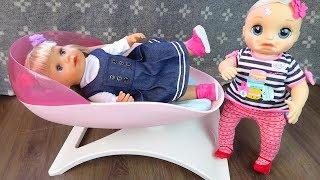 ПРОГНАЛА СЕСТРИЧКУ С КРОВАТКИ Куклы Беби Бон Беби Элайв Играют В Игрушки Для детей Как Мама
