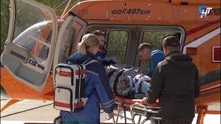 Борт санавиации доставил в Великий Новгород пациентов из поселка Крестцы и Старой Руссы