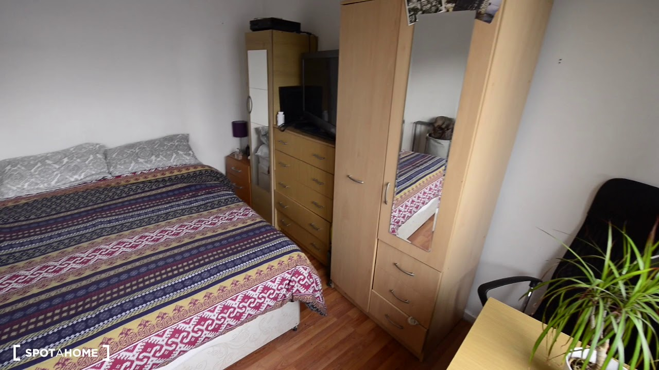 Rooms for professionals in 3-bedroom flat near Battersea Park