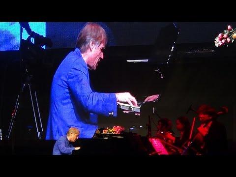 מופע מלא של הפסנתרן והמלחין ריצ'רד קליידרמן
