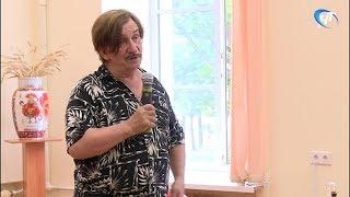 Художник  Виктор Тихомиров провел творческую встречу с новгородцами в областной научной библиотеке