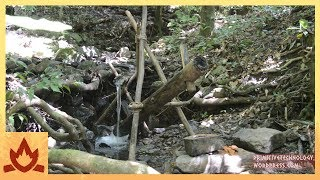 Primitive Technology: Water powered hammer (Monjolo) | Kholo.pk