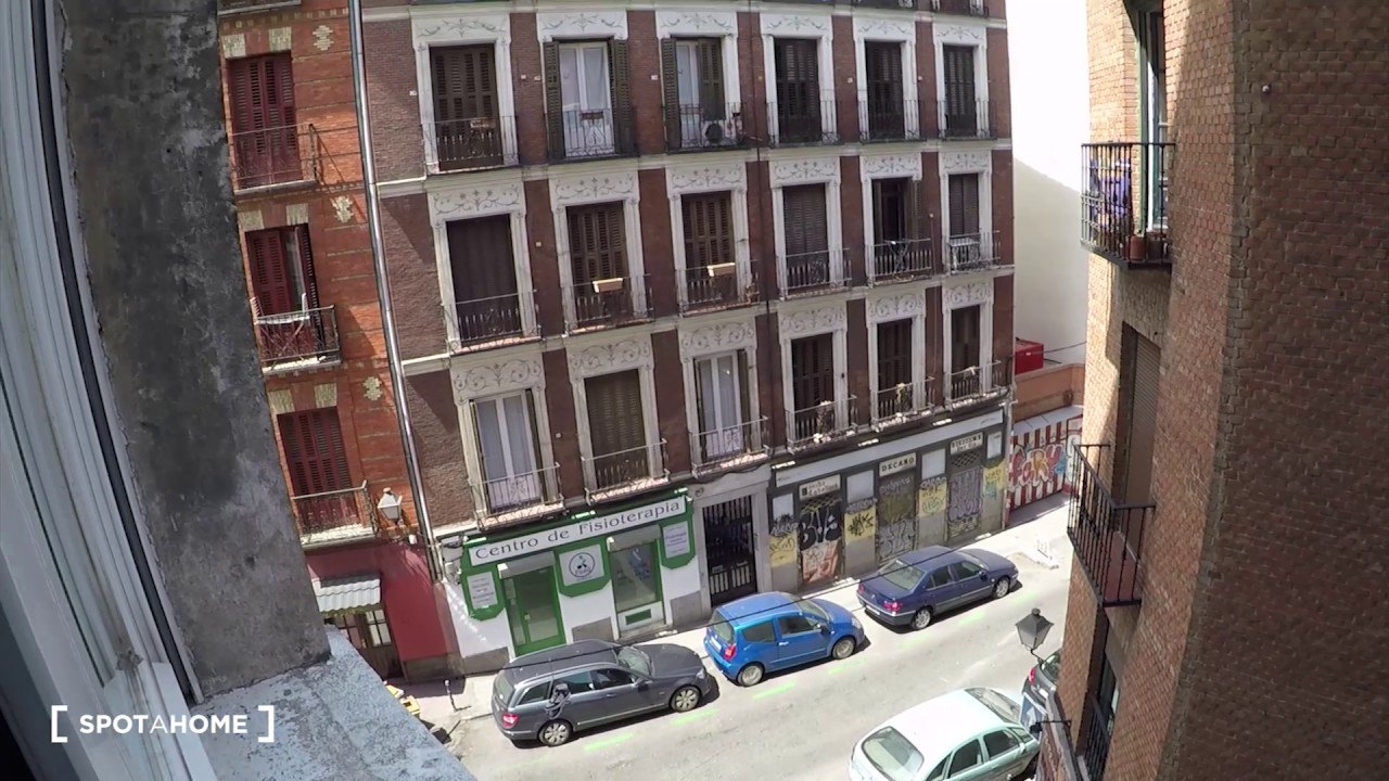 Rooms for rent in a renovated 7-bedroom apartment in Plaza España