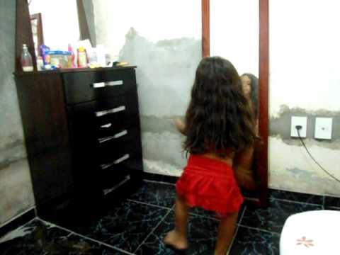 Sabrina Yule dançando BOTA NA GERAL!!