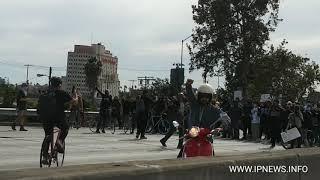 LOS ANGELES PROTESTA CONTRA LOS CRIMENES DE ODIO
